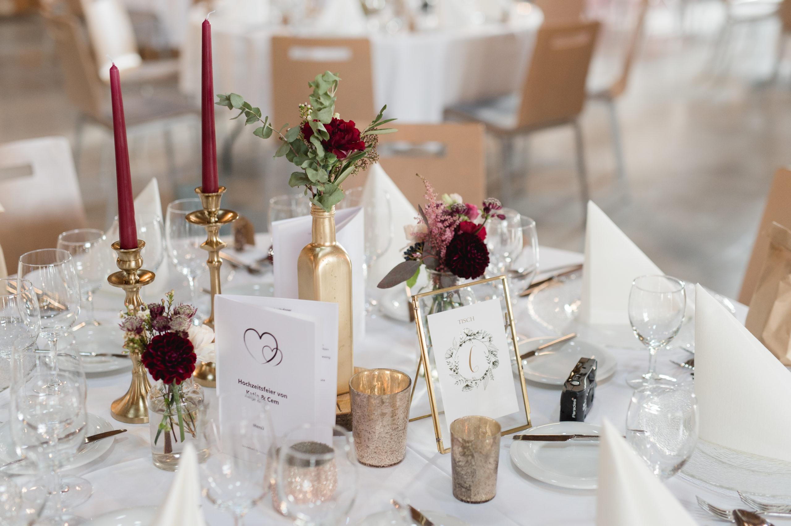 Hochzeit in kräftigen Farben